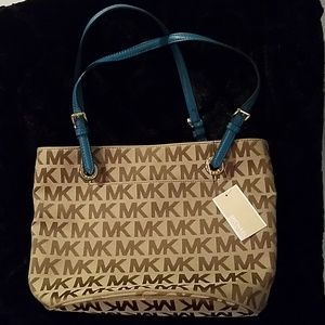 MICHAEL KORS TOTE. NEW WITHOUT PRICE ON THE TAG